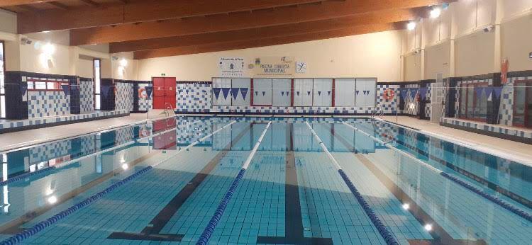 Alhaur n de la torre prepara sus piscinas municipales para for Piscina torre del mar